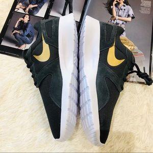 NEW NIB NWT Women's Nike Athletic Sneaker Shoe 12